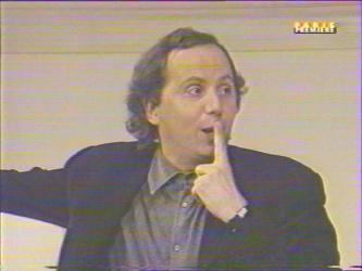 ''Ah! Enfin une parole légèrement humaine dans ta bouche! D'autant que la croûte qu'il a au dessus de sa cheminée, je crains que ce ne soit don père qui l'ait peinte.''