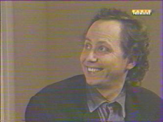 Marc: ''Ah tu souris! Tu vois quand tu souris comme ça, je reprends espoir, quel con...''